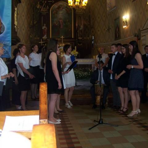 Koncert chóru i scholi
